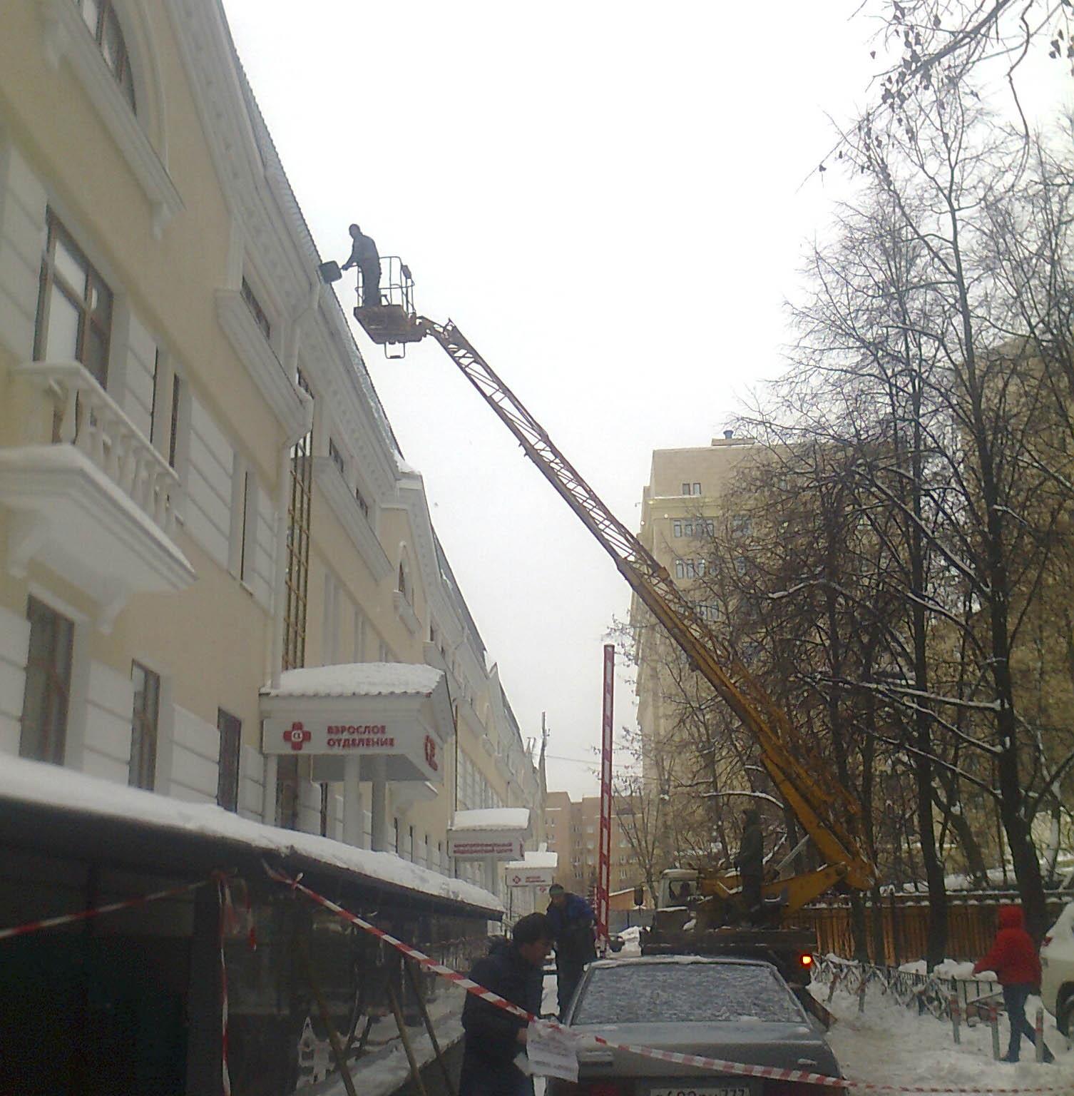 Очистка крыши от снега санкт петербург