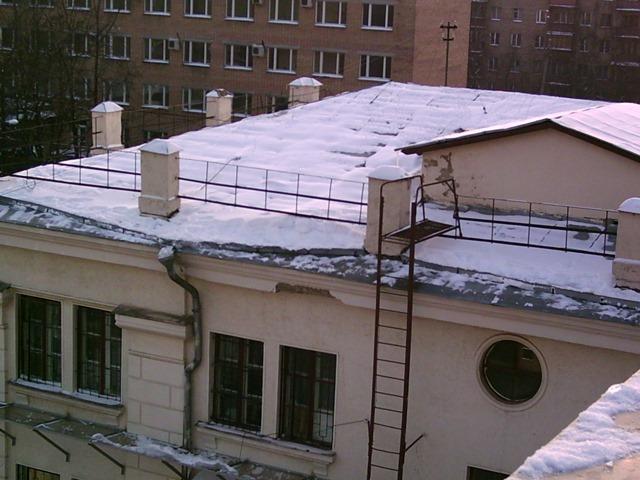 Способы очистки крыши от снега